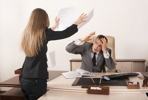 инициировать банкротство